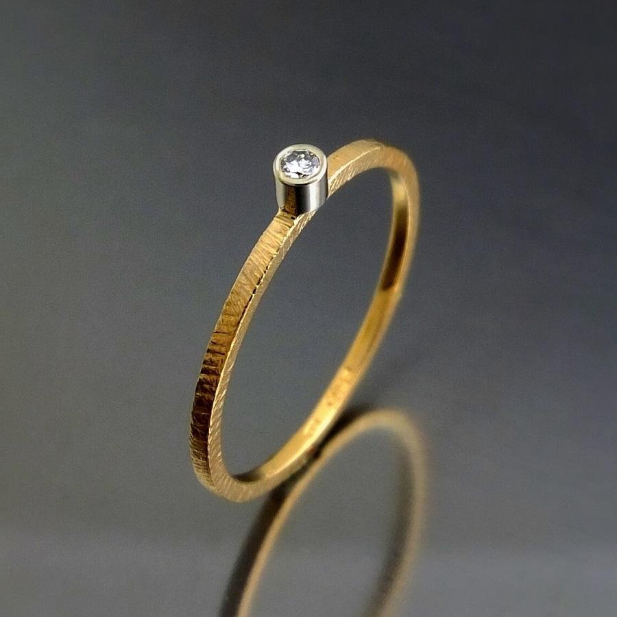 Bizoe Złoty Pierścionek Z Brylantem 002 Ct Vsh