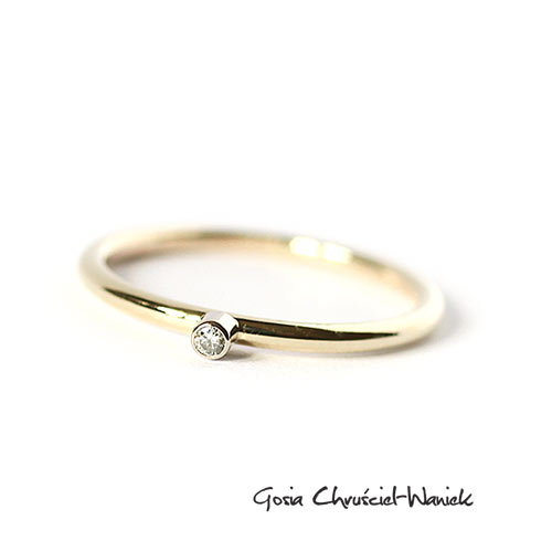 301cb9172b8688 Złoty pierścionek z brylantem / Gosia Chruściel-Waniek / Biżuteria /  Pierścionki