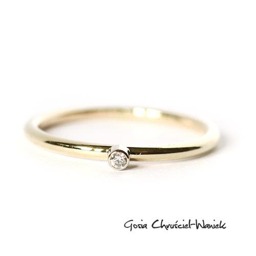 91271f905e1e2a Złoty pierścionek z brylantem / Gosia Chruściel-Waniek / Biżuteria /  Pierścionki ...