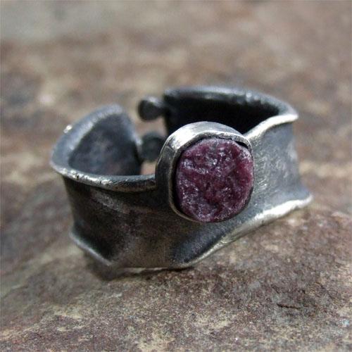 ZOFIA GłADYSZ - pierścionek z surowym rubinem